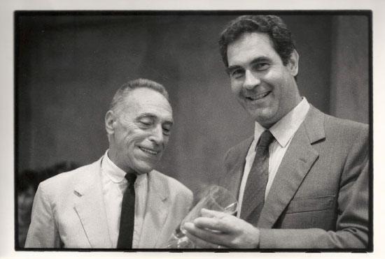 1986, Milano, inizio di presidenza UEA, la stretta di mano con il predecessore Herr Thome