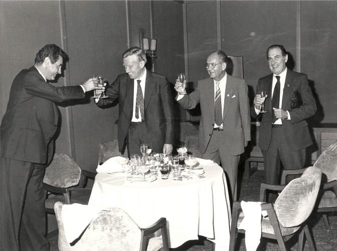 1986, Milano, inizio di presidenza UEA….brindisi collettivo