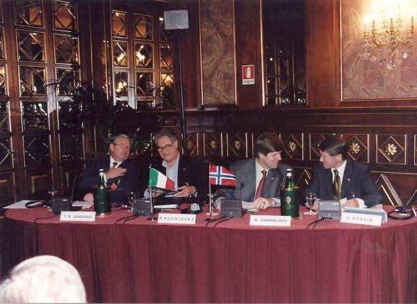 2001, 25 Ottobre: Albergo Principe di Savoia, Seminario sul Design Business Forum